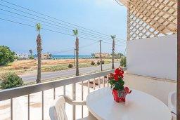 Балкон. Кипр, Декелия - Ороклини : Апартамент с гостиной, отдельной спальней и балконом с видом на море
