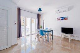 Гостиная. Кипр, Декелия - Ороклини : Апартамент с гостиной, двумя спальнями и террасой