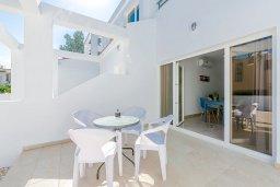 Терраса. Кипр, Декелия - Ороклини : Апартамент с гостиной, двумя спальнями и террасой