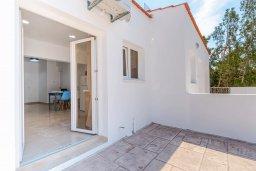 Терраса. Кипр, Декелия - Ороклини : Апартамент с гостиной, отдельной спальней и террасой