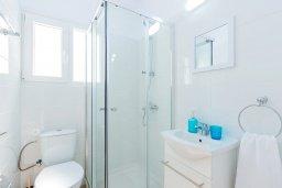 Ванная комната. Кипр, Декелия - Ороклини : Апартамент с гостиной, отдельной спальней и террасой