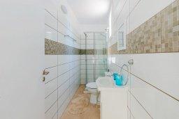 Ванная комната. Кипр, Декелия - Ороклини : Апартамент с гостиной, двумя спальнями, двумя ванными комнатами и террасой