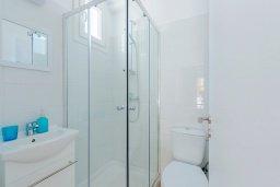 Ванная комната 2. Кипр, Декелия - Ороклини : Апартамент с гостиной, двумя спальнями, двумя ванными комнатами и террасой