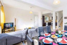 Гостиная. Кипр, Пернера : Прекрасная вилла с 3-мя спальнями, с бассейном и зеленым двориком с патио и барбекю