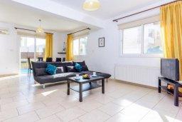 Гостиная. Кипр, Пернера : Комфортабельная вилла с 3-мя спальнями, с бассейном и зелёным двориком с патио и барбекю