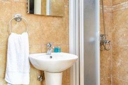 Ванная комната. Кипр, Пернера : Комфортабельная вилла с 3-мя спальнями, с бассейном и зелёным двориком с патио и барбекю