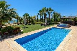 Бассейн. Кипр, Ионион - Айя Текла : Шикарная вилла с потрясающим  видом на море,  с 3-мя спальнями, с бассейном и зелёной территорией с джакузи, патио и барбекю