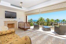 Спальня. Кипр, Ионион - Айя Текла : Шикарная вилла с потрясающим  видом на море,  с 3-мя спальнями, с бассейном и зелёной территорией с джакузи, патио и барбекю