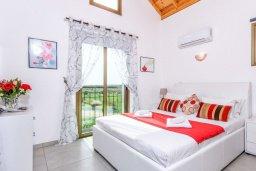 Спальня 3. Кипр, Ионион - Айя Текла : Великолепная вилла с 3-мя спальнями, 2-мя ванными комнатами, с бассейном, просторной верандой с патио, солнечной террасой с lounge-зоной и барбекю, расположена всего в нескольких шагах от красивой гавани Potamos