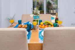 Обеденная зона. Кипр, Каппарис : Уютная вилла с 2-мя спальнями, с бассейном и пышным садом с патио и барбекю