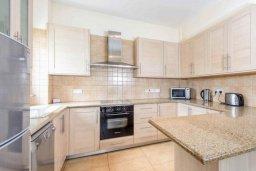 Кухня. Кипр, Каппарис : Прекрасная вилла с 4-мя спальнями, с бассейном и приватным двориком с беседкой и барбекю