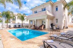 Фасад дома. Кипр, Каппарис : Прекрасная вилла с 3-мя спальнями, с бассейном и приватным двориком с патио и барбекю