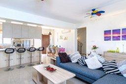Гостиная. Кипр, Каппарис : Прекрасная вилла с 3-мя спальнями, с бассейном и приватным двориком с патио и барбекю