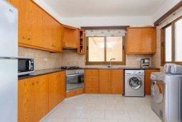 Кухня. Кипр, Нисси Бич : Роскошная вилла с 4-мя спальнями, с бассейном и большим приватным двориком с патио и барбекю