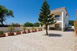 Фасад дома. Кипр, Нисси Бич : Роскошная вилла с 4-мя спальнями, с бассейном и большим приватным двориком с патио и барбекю