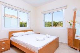 Спальня. Кипр, Коннос Бэй : Превосходная вилла с 3-мя спальнями, с бассейном и солнечной террасой с патио и барбекю