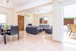 Гостиная. Кипр, Коннос Бэй : Превосходная вилла с 3-мя спальнями, с бассейном и солнечной террасой с патио и барбекю