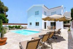 Фасад дома. Кипр, Коннос Бэй : Превосходная вилла с 3-мя спальнями, с бассейном и солнечной террасой с патио и барбекю