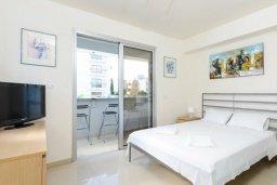 Спальня. Кипр, Фиг Три Бэй Протарас : Роскошный современный пентхаус с большой террасой на крыше с панорамным видом на море, с 2-мя спальнями и барбекю