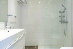 Ванная комната 2. Кипр, Фиг Три Бэй Протарас : Роскошный современный пентхаус с большой террасой на крыше с панорамным видом на море, с 2-мя спальнями и барбекю