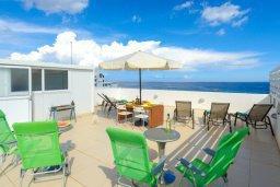 Патио. Кипр, Фиг Три Бэй Протарас : Роскошный современный пентхаус с большой террасой на крыше с панорамным видом на море, с 2-мя спальнями и барбекю