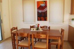 Обеденная зона. Кипр, Санрайз Протарас : Прекрасная вилла с 2-мя спальнями, с приватным двориком с патио, джакузи и барбекю