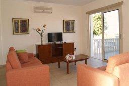 Гостиная. Кипр, Санрайз Протарас : Прекрасная вилла с 2-мя спальнями, с приватным двориком с патио, джакузи и барбекю