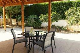 Обеденная зона. Кипр, Каво Марис Протарас : Восхитительная вилла с просторным двориком в окружении зелени, тенистой террасой и патио в нескольких минутах ходьбы от прекрасного тихого пляжа Lombardi.