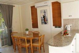 Обеденная зона. Кипр, Санрайз Протарас : Прекрасная вилла с 2-мя спальнями, с просторным внутренним двориком с патио и барбекю