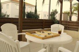 Терраса. Кипр, Каппарис : Комфортабельный таунхаус с 3-мя спальнями, в комплексе с бассейном, тренажерным залом и теннисным кортом