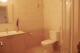 Ванная комната 2. Кипр, Каппарис : Комфортабельный таунхаус с 3-мя спальнями, в комплексе с бассейном, тренажерным залом и теннисным кортом