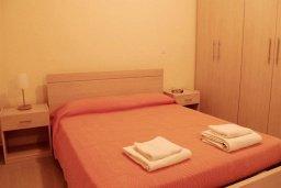 Спальня. Кипр, Каппарис : Комфортабельный таунхаус с 3-мя спальнями, в комплексе с бассейном, тренажерным залом и теннисным кортом
