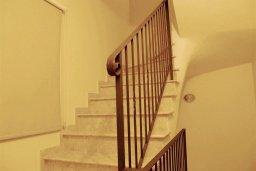 Лестница наверх. Кипр, Каппарис : Комфортабельный таунхаус с 3-мя спальнями, в комплексе с бассейном, тренажерным залом и теннисным кортом