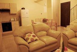 Гостиная. Кипр, Каппарис : Комфортабельный таунхаус с 3-мя спальнями, в комплексе с бассейном, тренажерным залом и теннисным кортом