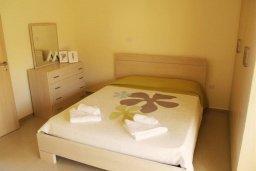Спальня. Кипр, Каппарис : Уютный таунхаус с 3-мя спальнями, с приватным двориком с патио, в комплексе с бассейном, теннисным кортом и тренажерным залом