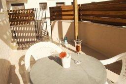 Терраса. Кипр, Каппарис : Уютный таунхаус с 3-мя спальнями, с приватным двориком с патио, в комплексе с бассейном, теннисным кортом и тренажерным залом