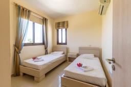 Спальня 2. Кипр, Каппарис : Уютный таунхаус с 2-мя спальнями, с террасой, в комплексе с теннисным кортом и бассейном