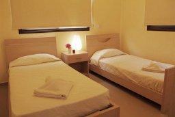 Спальня 3. Кипр, Каппарис : Современный апартамент с 3-мя спальнями, с балконом с видом на море, в комплексе с бассейном, теннисным кортом и тренажерным залом