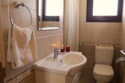 Ванная комната 2. Кипр, Каппарис : Современный апартамент с 3-мя спальнями, с балконом с видом на море, в комплексе с бассейном, теннисным кортом и тренажерным залом