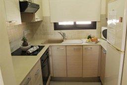 Кухня. Кипр, Каппарис : Современный апартамент с 3-мя спальнями, с балконом с видом на море, в комплексе с бассейном, теннисным кортом и тренажерным залом