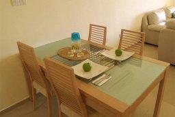 Обеденная зона. Кипр, Каппарис : Современный апартамент с 3-мя спальнями, с балконом с видом на море, в комплексе с бассейном, теннисным кортом и тренажерным залом