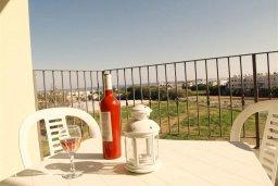 Балкон. Кипр, Каппарис : Современный апартамент с 3-мя спальнями, с балконом с видом на море, в комплексе с бассейном, теннисным кортом и тренажерным залом