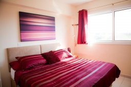 Спальня. Кипр, Каппарис : Современный апартамент с 3-мя спальнями, уютным балконом, в комплексе с бассейном и детской площадкой
