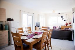 Гостиная. Кипр, Каппарис : Современный апартамент с 3-мя спальнями, уютным балконом, в комплексе с бассейном и детской площадкой