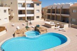 Бассейн. Кипр, Каппарис : Современный апартамент с 3-мя спальнями, уютным балконом, в комплексе с бассейном и детской площадкой