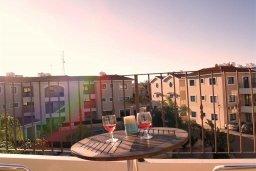 Балкон. Кипр, Каппарис : Прекрасный апартамент с двумя спальнями и балконом, в комплексе с бассейном, тренажерным залом и теннисным кортом