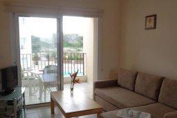 Гостиная. Кипр, Каппарис : Комфортабельный апартамент в комплексе с бассейном, с гостиной, отдельной спальней и балконом