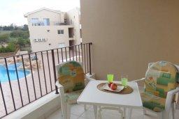 Балкон. Кипр, Каппарис : Комфортабельный апартамент в комплексе с бассейном, с гостиной, отдельной спальней и балконом