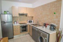 Кухня. Кипр, Каппарис : Комфортабельный апартамент с 2-мя спальнями, с гостиной и балконом, в комплексе с бассейном и детской площадкой