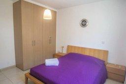 Спальня. Кипр, Каппарис : Комфортабельный апартамент с 2-мя спальнями, с гостиной и балконом, в комплексе с бассейном и детской площадкой